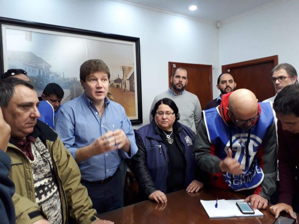 Municipio y ate firman aumento del 15 con cl usula for Clausula suelo firma acuerdo privado